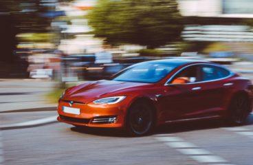 Hvordan bør du prise Tesla-aksjen?